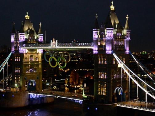 offerta speciale New York scarpe da corsa GE Lighting illumina anche gli anelli Olimpionici sul Tower Bridge ...