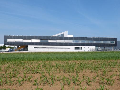 ibc solar realizza enfa l 39 edificio commerciale autosufficiente arketipo. Black Bedroom Furniture Sets. Home Design Ideas