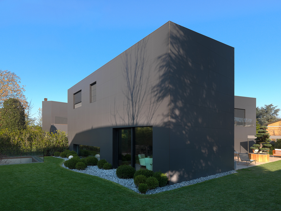 Laminam per una casa privata a modena arketipo - Esterno casa color tortora ...