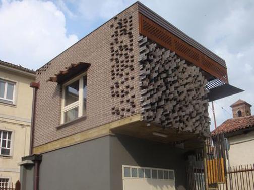 Ristrutturazione di una legnaia nel centro storico di for Planimetrie del paese con portici