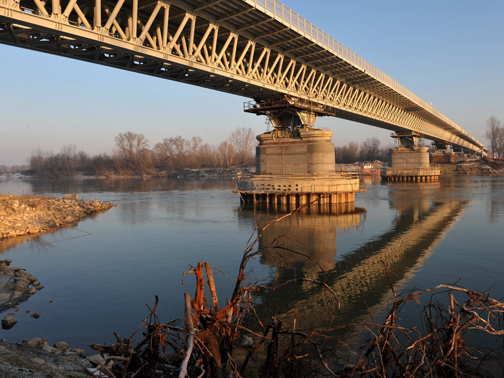 Ponte sul fiume po a piacenza mca engineering arketipo for Ponte sul davanti della casa