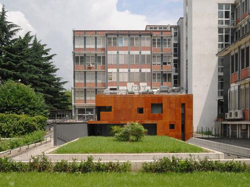 Ristrutturazione ed ampliamento di edificio unifamiliare