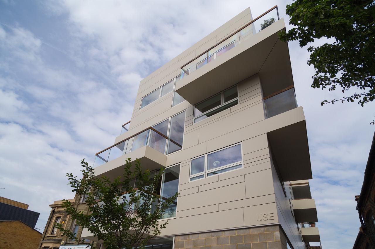 Dupont corian per la facciata strutturale di un edificio for Costo per costruire un edificio