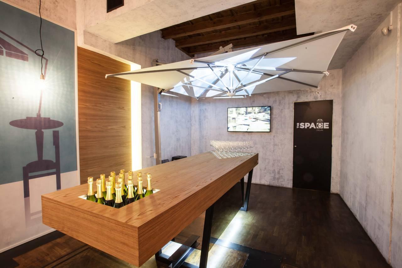 Un nuovo partner per lo showroom the space via cerva for Aziende design arredamento