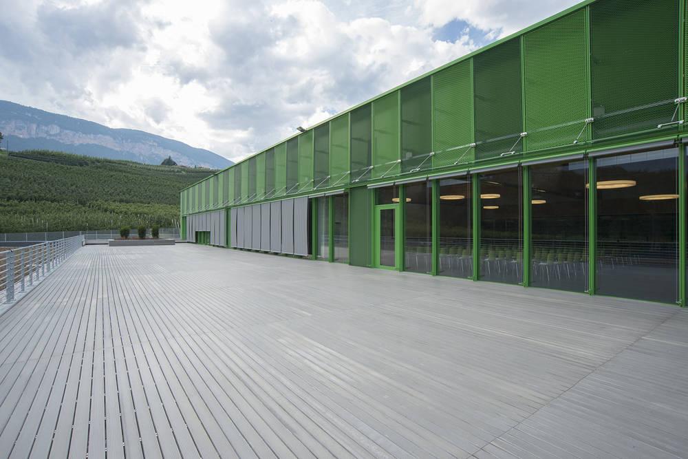 Nuova sala di lavorazione Melinda progettata dallo Studio Azzali di Trento