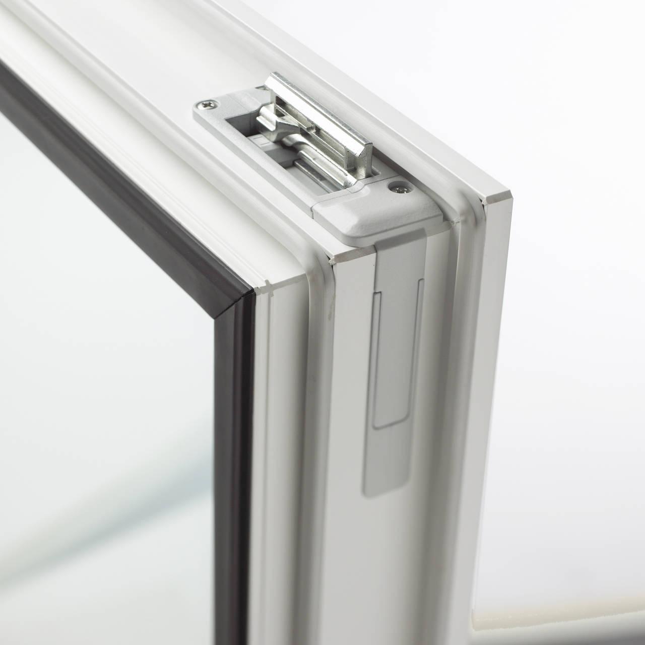 I-tec Ferramenta di design - Posizione sollevata del deflettore di chiusura solo nell'istante prima della chiusura del serramento
