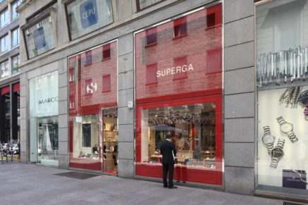Ceramiche Caesar per lo store Superga a Milano