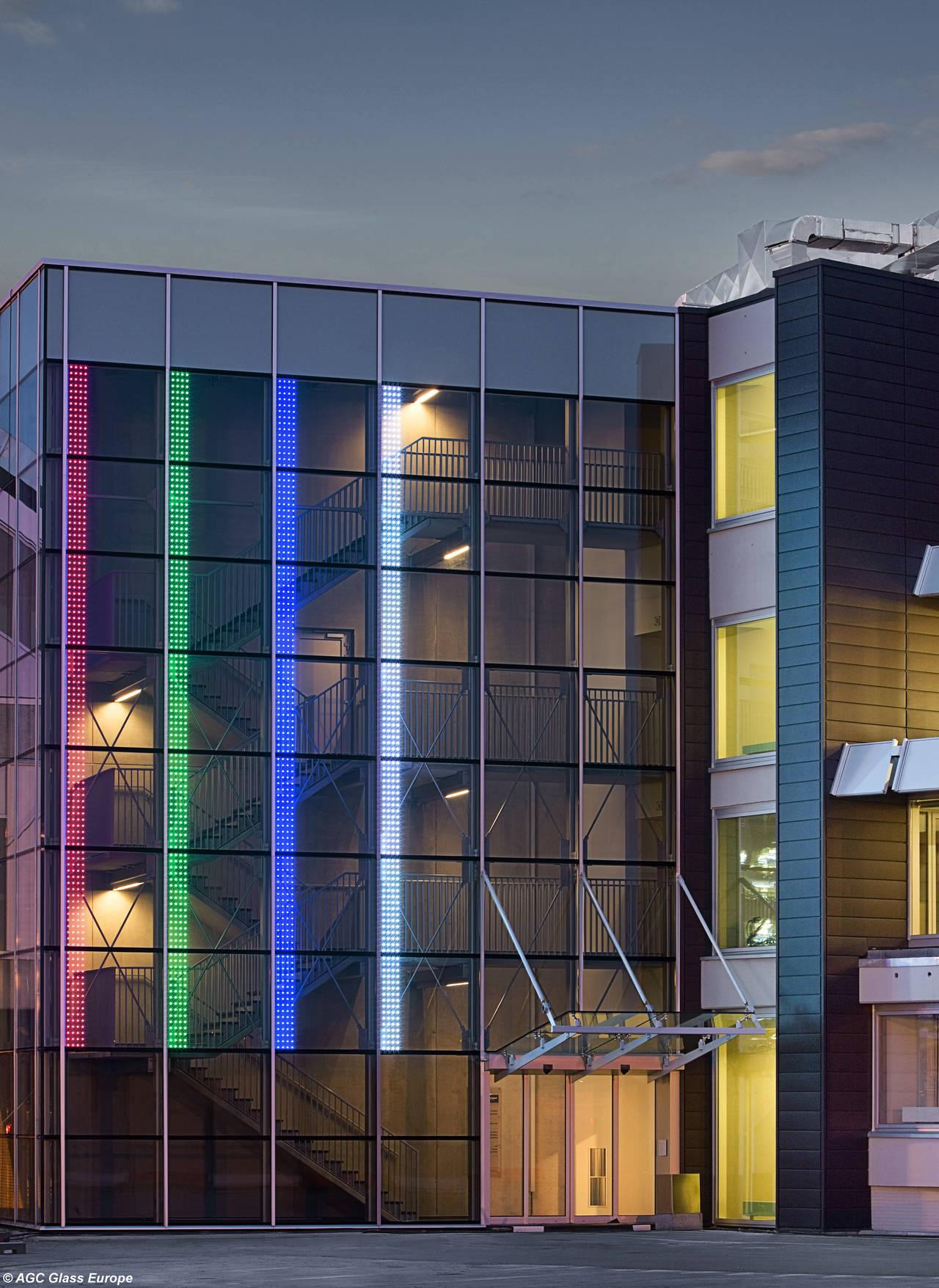 La facciata dell'aeroporto di Bruxelles, realizzata con il vetro Glassiled di AGC. Photo by Jean-Michel Byl. © AGC Glass Europe