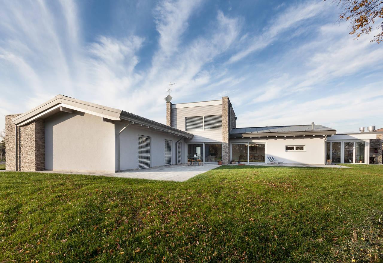 H rmann per una villa ad almenno san bartolomeo arketipo for Moderne case a telaio