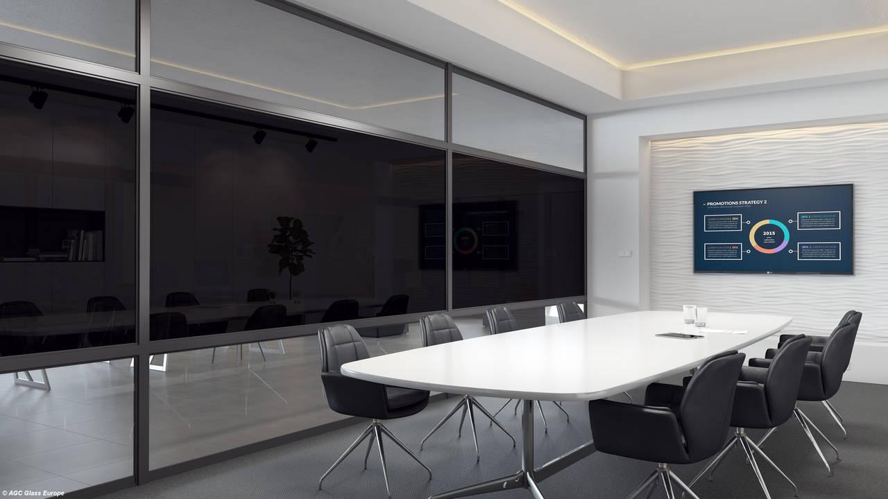 Il vetro smart Halio di AGC Glass Europe, dotato di un sistema intelligente in grado di colorarsi per fornire privacy e una protezione antiriflesso con schermatura solare. © Agc Glass Europe. Fotografo Miysis