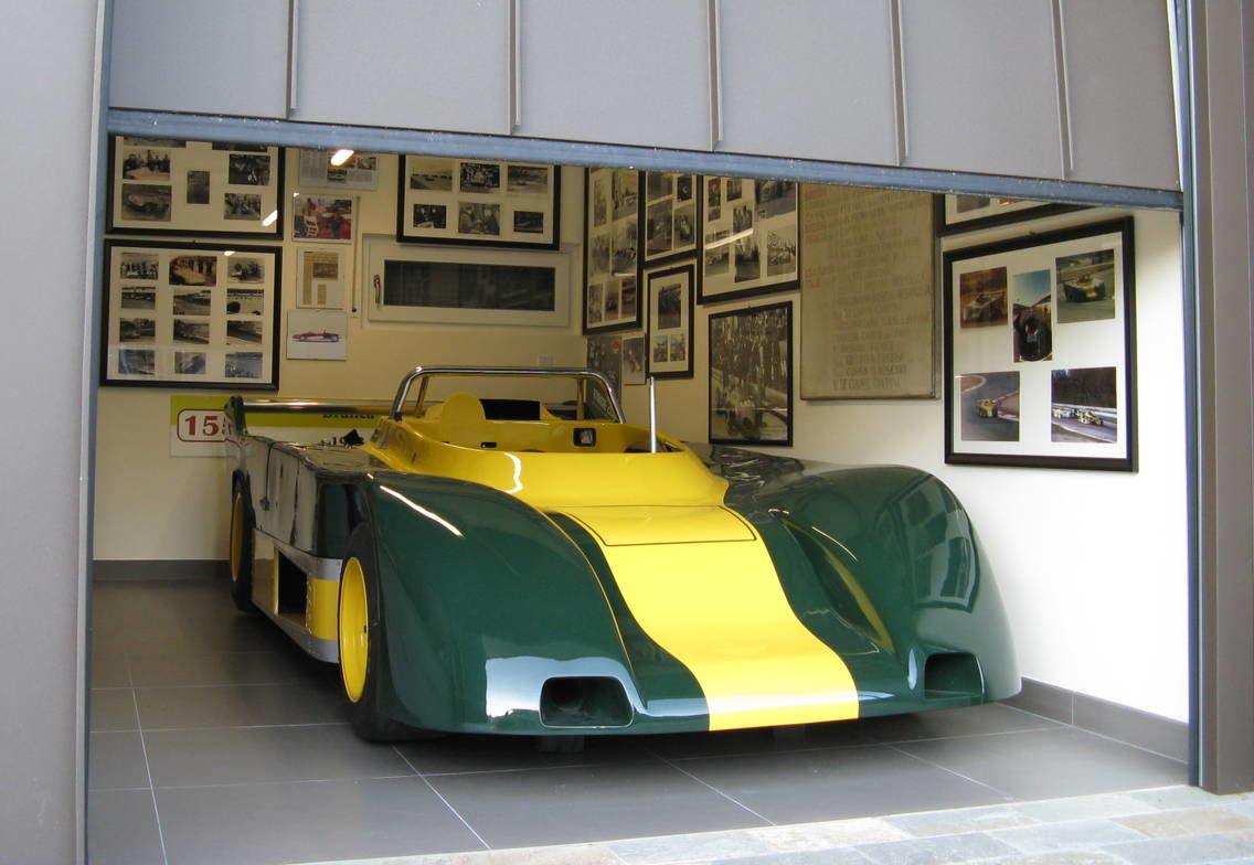 H rmann per una villa con garage per auto da corsa arketipo for Case con annesso garage per camper