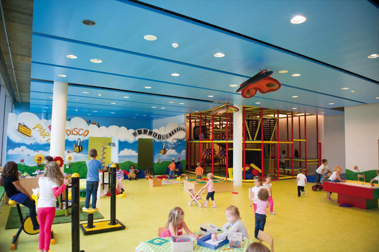 OPTIMA Baffles pannelli in fibra minerale adatti ad ambienti rumorosi come scuole, centri ricreativi e snodi di trasporto