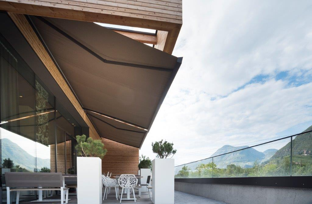 KE arreda l'outdoor del nuovo MILA Shop & Bistro a Bolzano - Campiglio
