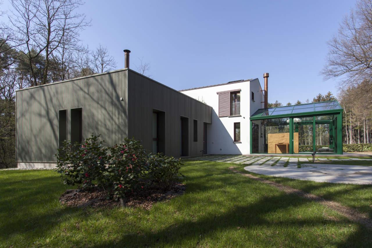 La Casa nel Bosco: l'abitazione disegnata dagli architetti Riccardo Cassina e Corrado Spinelli (© Piermario Ruggeri)