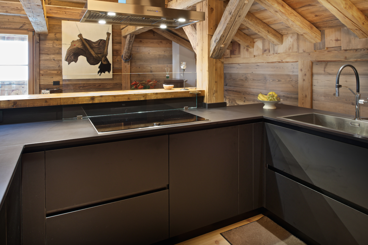 Il design contemporaneo delle collezioni Mobart Ben fa rivivere una ntico fienile ristrutturato
